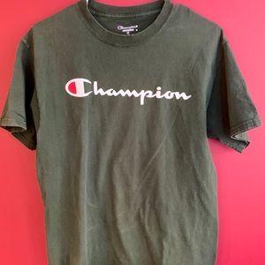 Champion shirt sleeve shirt Size M.